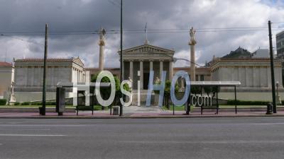 L'akademy D'athènes, Dans L'avenue Panepistimiou, Confinement, Grèce