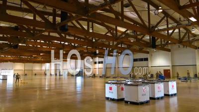 2020 - Accéléré Les Soldats De La Garde Nationale De L'oregon Assemblent Un Service Médical Contre Les Coronavirus N Le Jackman Long Building Au Salem Fairgrounds.