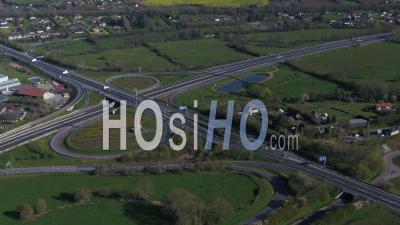 Vue Aérienne Au-Dessus De L'a13, Autoroute En Normandie, Pendant Le Confinement Covid19 - Vidéo Par Drone