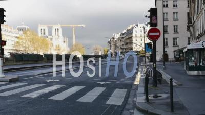 Covid19 - Notre Dame Empty Avenue