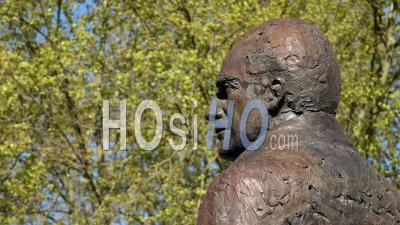 Bordeaux Ville, Unesco, Place Pey Berland, Statue De Jacques Chaban Delmas, Maire De Bordeaux