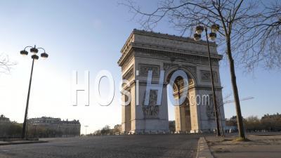 L'arc De Triomphe Et Le Rond-Point De L'etoile à Paris Pendant Le Confinement Vidéo Covid-19