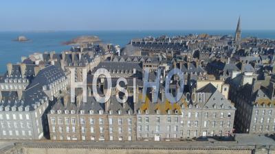 La Ville Intra-Muros De Saint-Malo Au Jour 16 De L'épidémie De Covid-19, France - Vidéo Drone
