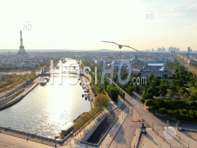 Photography Of The Seine, Champs Elysees Avenue And Eiffel Tower During The Quarantine Of Paris - Aerial Photography