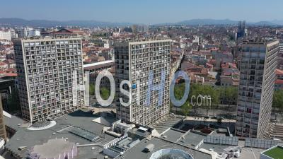 Cours Belsunce Et Le Centre Commercial Centre Bourse, Marseille City Au Jour 25 De Confinement Covid-19, France - Vidéo Drone