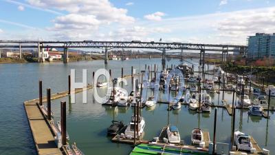 Vue Aérienne Sur Petit Port Sur La Rivière Willamette Près De Portland, Oregon -  Vidéo Par Drone