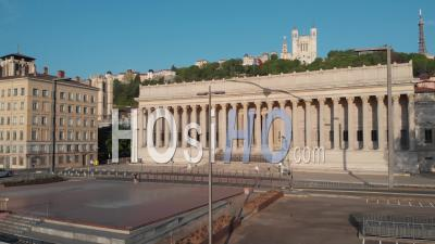 Vieille Ville De Lyon Avec Palais De Justice Pendant Le Confinement De Covid 19, Rhône, France - Vidéo Par Drone