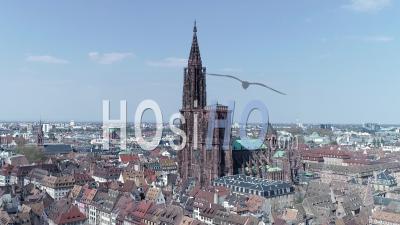 Strasbourg Under Containtment En Raison De Covid-19, La Cathédrale Fait Demi-Tour - Vidéo Par Drone