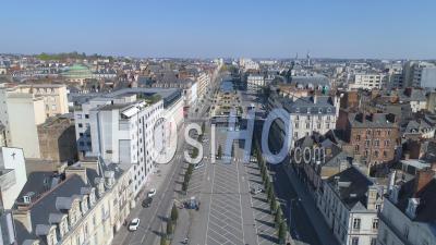 Vide Place De La Republique De Rennes City Au Jour 16 De L'épidémie De Covid-19, France -  Vidéo Par Drone