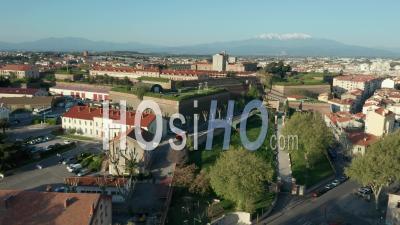 Perpignan Pendant Covid-19, Caserne Joffre 24 Rima, Palais Des Rois De Majorque -  Vidéo Par Drone