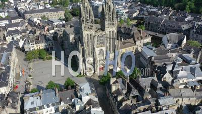 Vue Aérienne De Quimper Pendant Le Confinement De Covid19 -Video Par Drone