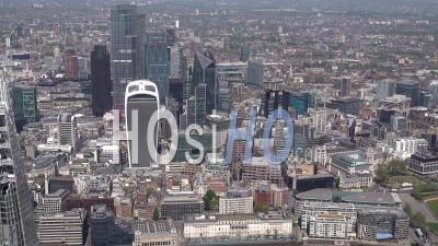 Ville De Londres, St Katharine Docks Marina, Tour De Londres, Tower Bridge Pendant Le Confinement De Covid-19, Londres Filmé Par Hélicoptère