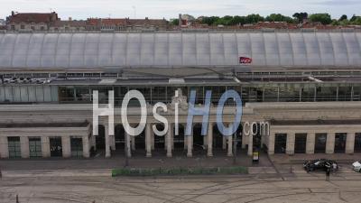 Montpellier Et Sa Gare Principale Pendant L'épidémie De Covid-19, France - Vidéo Drone