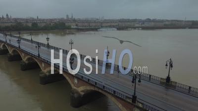Bordeaux, Pont De Pierre Déserté Sur La Garonne - Vidéo Drone