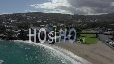 Covid-19-Plage Vide Touristique De Roches Noires à Saint Paul, Ile De La Réunion - Vidéo Drone