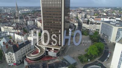 Place De Bretagne Vide  à Nantes, Le Jour De La Fête Du Travail Pendant Le Confinement De Covid-19 - Vidéo Drone