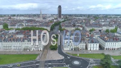 Place Vide Alexis Ricordeau à Nantes, Le Jour De La Fête Du Travail Pendant Le Confinement De Covid-19 - Vidéo Drone