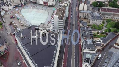 Le Défilé Du 1er Mai Arrive - Images De Drones Vidéo