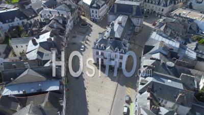 Place De La République D'auray Au Jour 19 Du Confinement De Covid-19 - Vidéo Drone