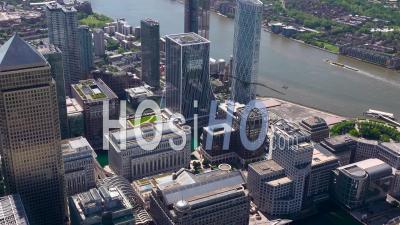 Isle Of Dogs Et Canary Wharf, Pendant Le Confinement Du Au Covid-19, Londres Filmé Par Hélicoptère