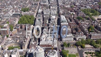 Oxford Street à L'est Vers La Ville Pendant Le Confinement Du Au Covid-19, Londres, Filmé Par Hélicoptère