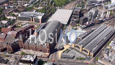 Kings Cross Et St Pancras Railway Stations Pendant Covid-19 Lockdown, Londres, Filmé Par Hélicoptère
