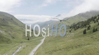 Col De Montagne Avec Voiture Solitaire Vue Par Drone