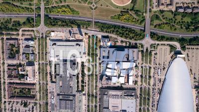 Vue Verticale Du Dôme De Neige Au Centre-Ville Et à La Gare, Milton Keynes Filmé Par Cessna