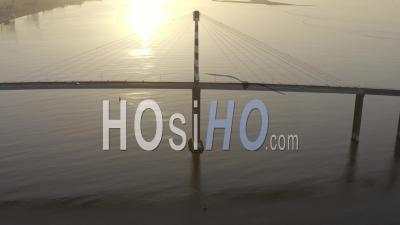 Pont De Saint-Nazaire Dans La Zone Industrielle Et L'estuaire De La Loire En France - Vidéo Prise Par Drone