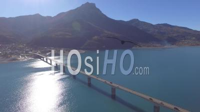 Pont De Savines Sur Le Lac De Serre-Ponçon, Vidéo Drone