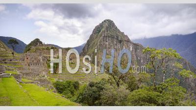 Paysage De Machu Picchu Timelapse Des Célèbres Ruines Incas Antiques Au Pérou. Laps De Temps De Nuages Sur La Ville Inca Avec Des Montagnes Et Des Arbres Et Des Paysages