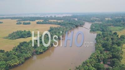 Kerala Backwaters Paysage De Rivières Et De Terres Agricoles, Inde. Prise De Vue Drone
