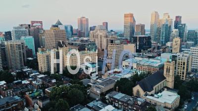 Montréal Pendant Une Journée D'été Brumeuse - Vidéo Drone