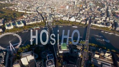 Large Vue Depuis La Gare De Charing Cross Et Trafalgar Square à West End, Londres, Filmé En Hélicoptère