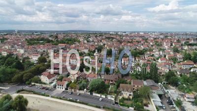 Carrieres-Sur-Seine, Village Banlieue De Paris - Vidéo Par Drone