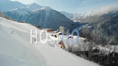 Station De Ski Vide Pendant Covid 19 - Vidéo Aérienne Par Drone