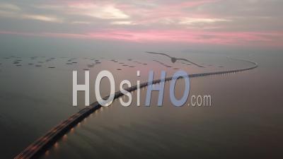 Heure Crépusculaire Au Deuxième Pont De Penang. Moins De Voiture En Raison Du Coronavirus Covid-19 -Vidéo Par Drone
