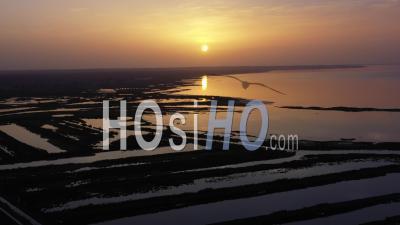 Vue Aérienne Du Bassin D'arcachon, Audenge Et Biganos, Le Delta De La Rivière Eyre à Marée Haute - Vidéo Par Drone