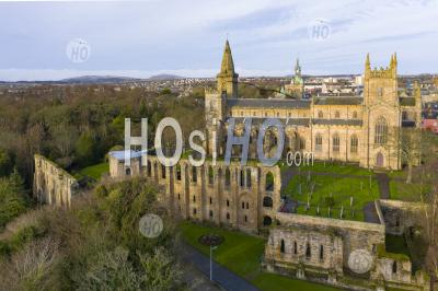 Aerial View Of Dunfermlne Abbey And Palace, Dunfermline, Fife, Scotland, Uk - Aerial Photography