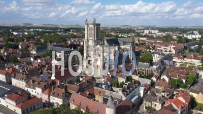 Cathédrale Saint-Pierre-Et-Saint-Paul De Troyes - Vidéo Par Drone