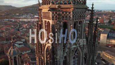 Lumière Dorée Sur La Cathédrale De Toul - Vidéo Par Drone