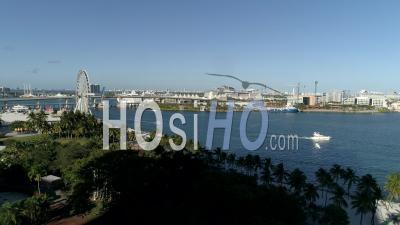Parc D'attractions Et Amphithéâtre Vide De Miami Bayside En Temps De Séjour à La Maison - Vidéo Par Drone