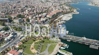 Intersection De La Circulation Automobile à Istanbul Sur Le Bosphore, Vue Aérienne Panoramique - Vidéo Par Drone