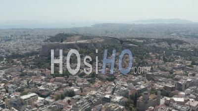 Large Prise De Vue Sur Athènes, Grèce Avec Vue Sur L'acropole Et L'océan à La Lumière Du Jour D'été 4k - Séquence Vidéo Par Drone
