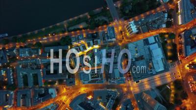 Vol Au-Dessus De Francfort-Sur-Le-Main, Allemagne Skyline At Night 4k - Vidéo Aérienne Par Drone