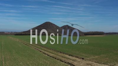 Paysage De Terril Du Nord De La France - Vidéo Aérienne Par Drone