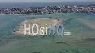 Cote Le Croisic Traict Du Croisic Pointe De Pen Bron Lagon Turquoise Loire Atlantique France - Video Drone Footage