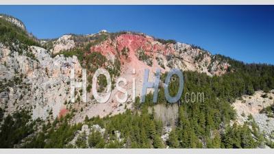 Formation Géologique Des Roches Rouges Du Val-Des-Prés Dans La Vallée De La Clarée, Vidéo Par Drone