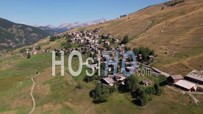 Village De Saint Véran Dans Le Queyras -Vidéo Par Drone