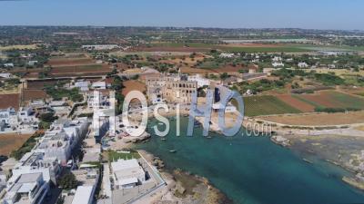 Abbazia Di San Vito Martire (abbaye De San Vito Martyr), Polignano A Mare, Italie -Vidéo Par Drone